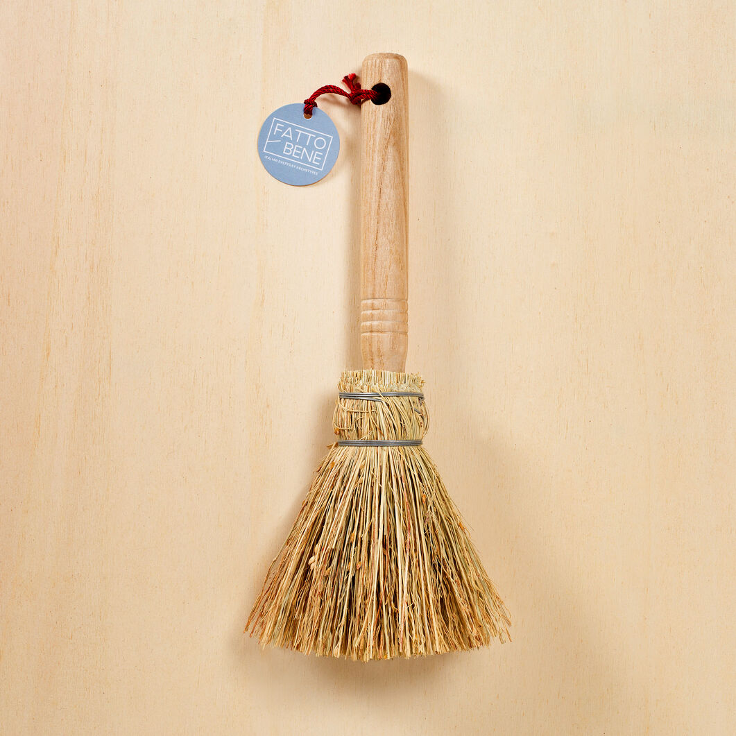 Spruzzo Handmade Straw Whisk Broom in color