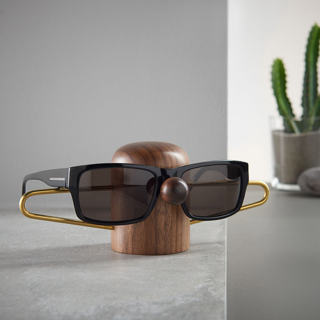 Nosey Eyewear Holder in color