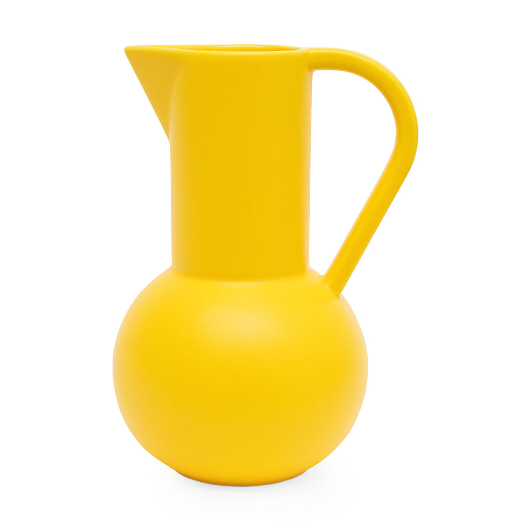 Raawii Strøm Jug in color Freesia