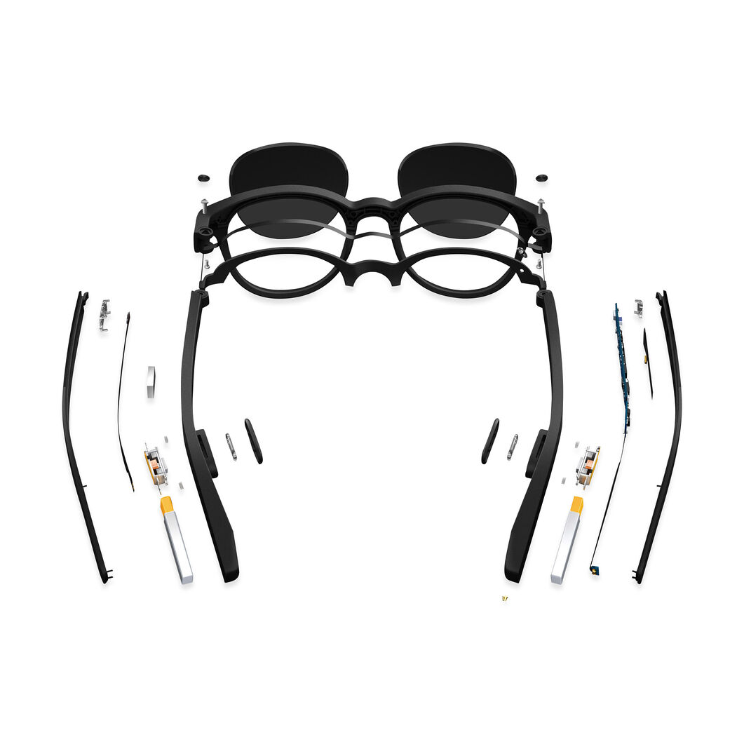 Vue Smart Sunglasses in color Black