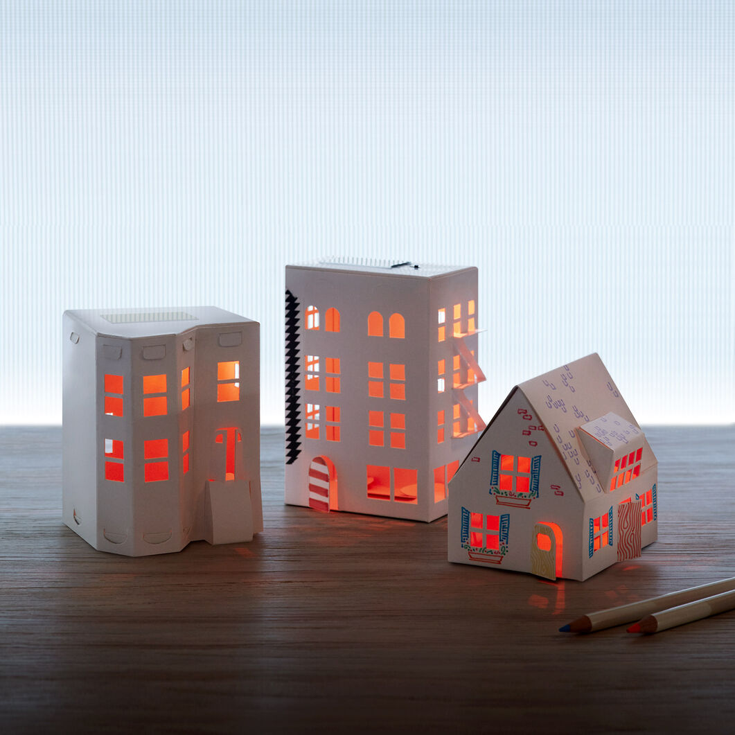Casagami Solar Nightlight Townhouse in color