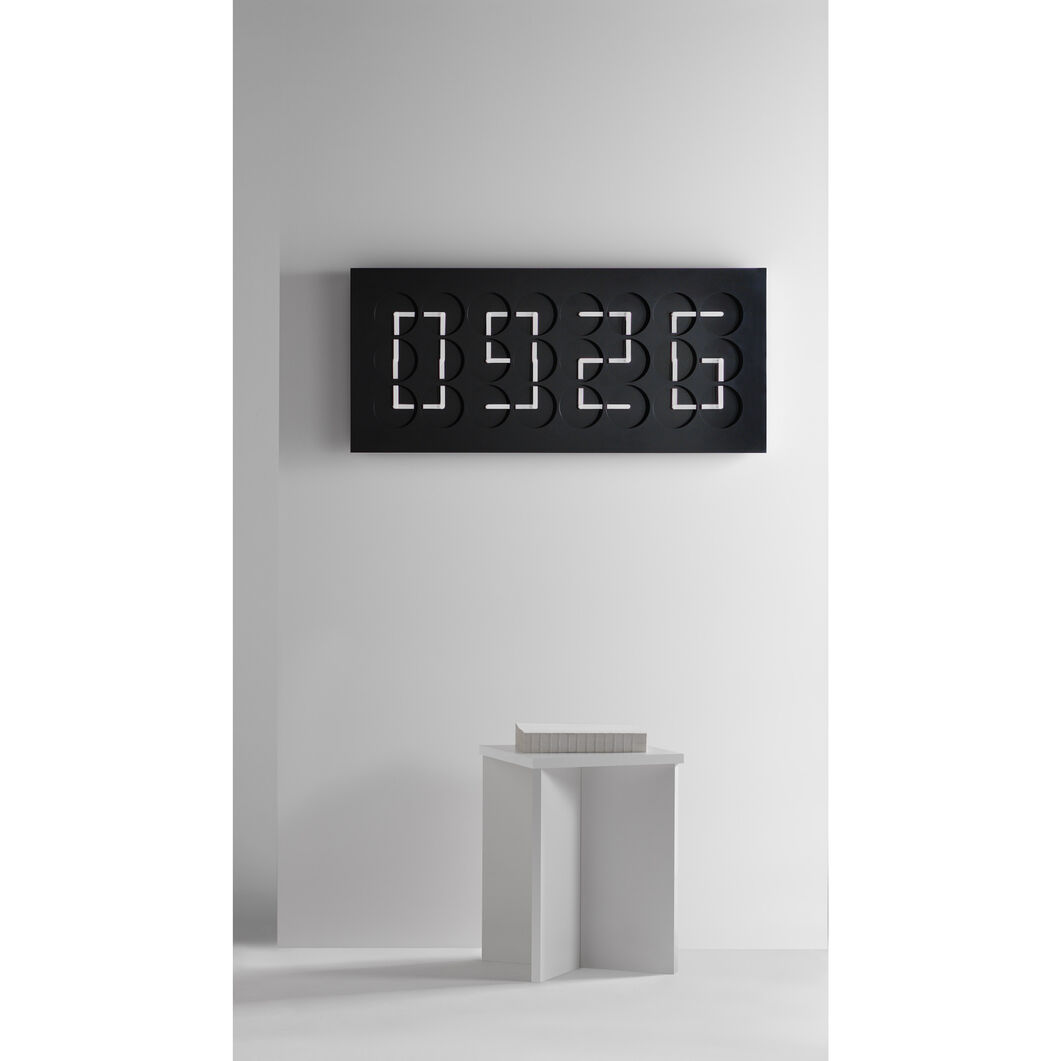ClockClock 24 Black Edition in color