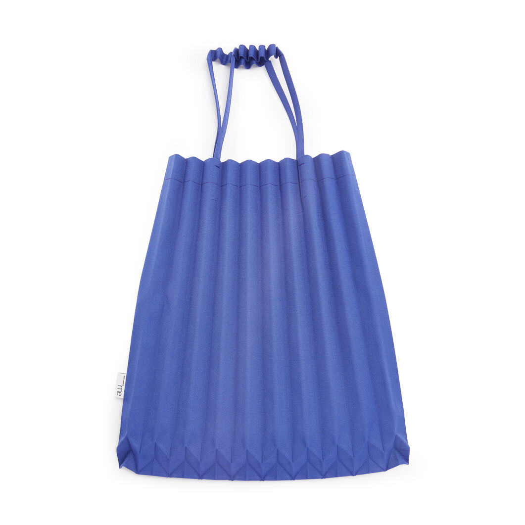 me ISSEY MIYAKE Trunk Pleats Bag in color Lake Blue
