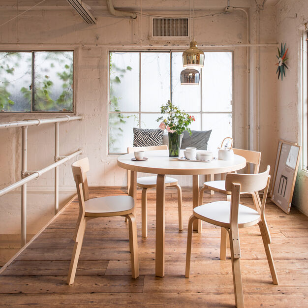 Artek Aalto Round Dining Table 90A in color White