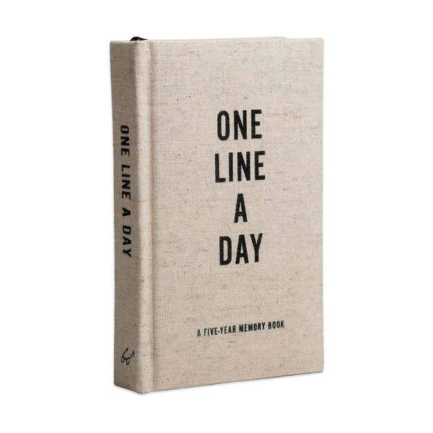One Line a Day: A Five-Year Memory Book - Clothbound in color