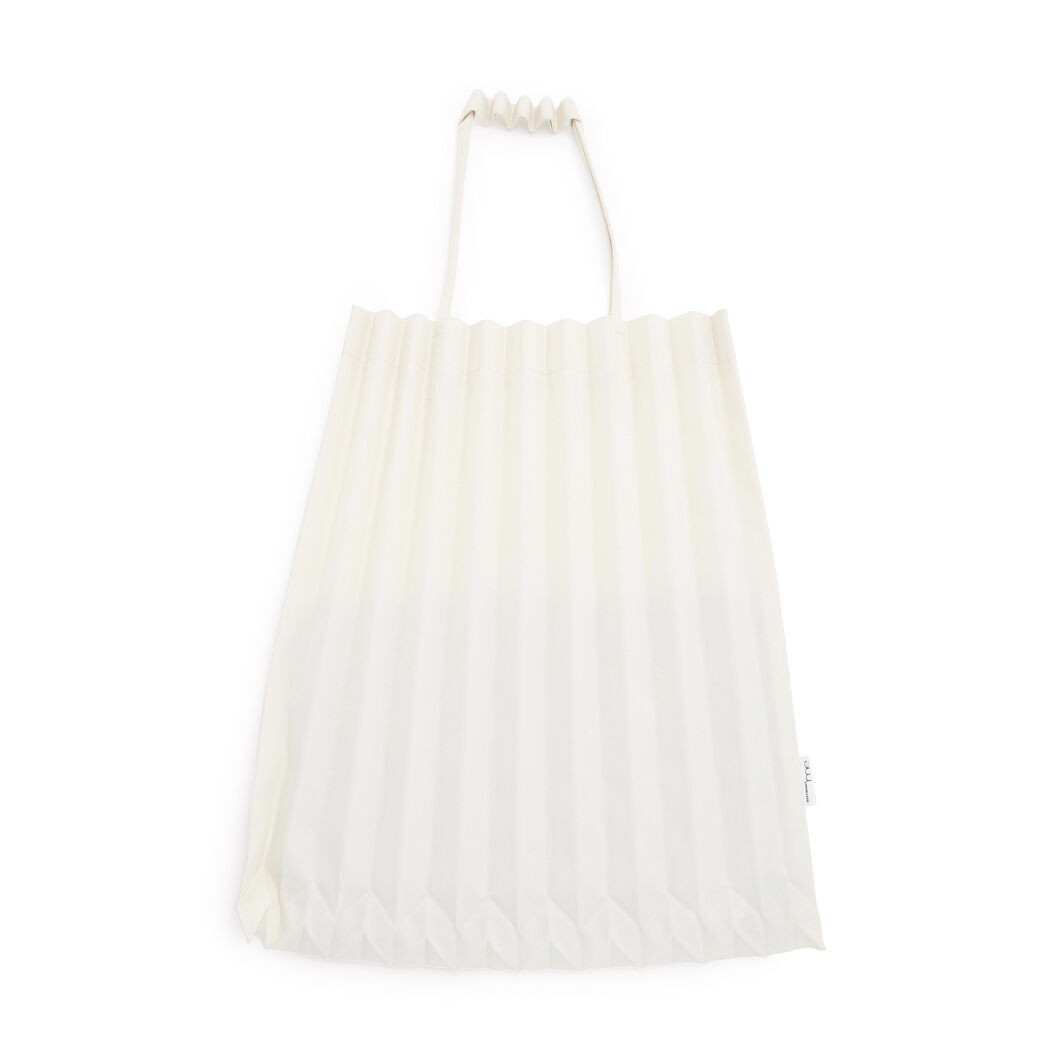 me ISSEY MIYAKE Trunk Pleats Bag in color Off White