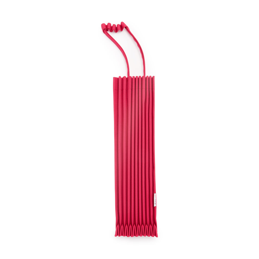 me ISSEY MIYAKE Trunk Pleats Bag in color Red