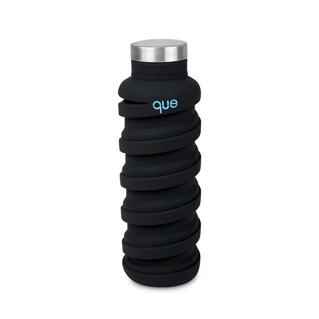 que Bottle in color