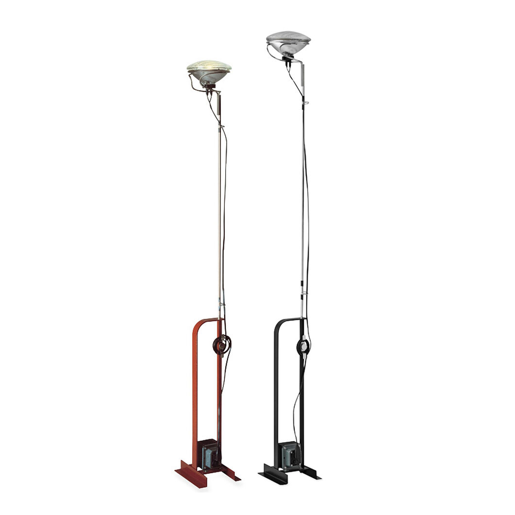 Toio Floor Lamp in color Black