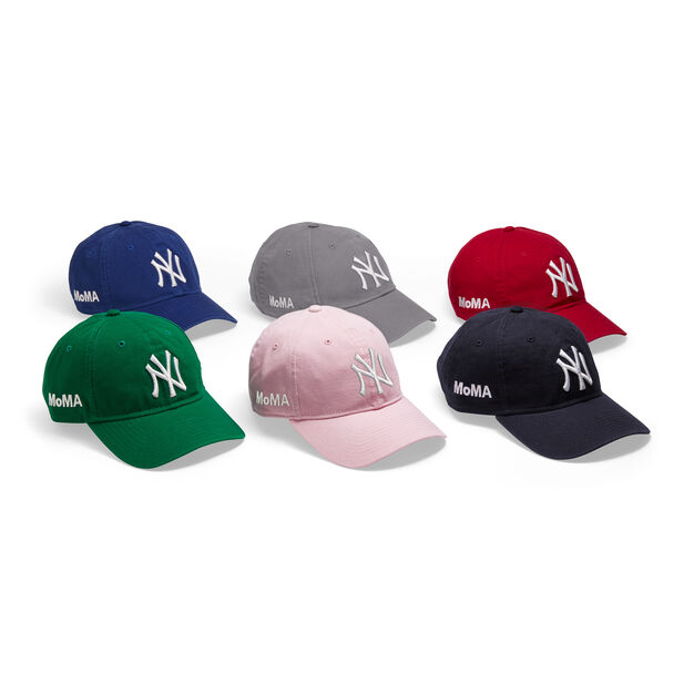 NY Yankees Cap in color Scarlet