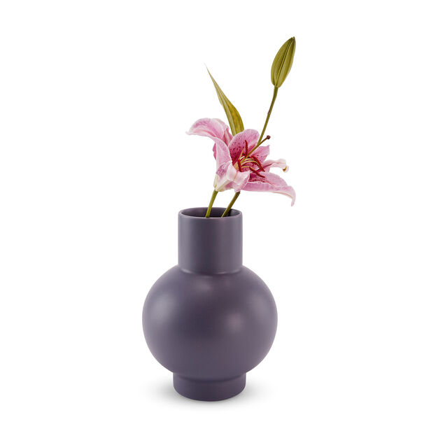 Raawii Strøm Vase in color Purple Ash