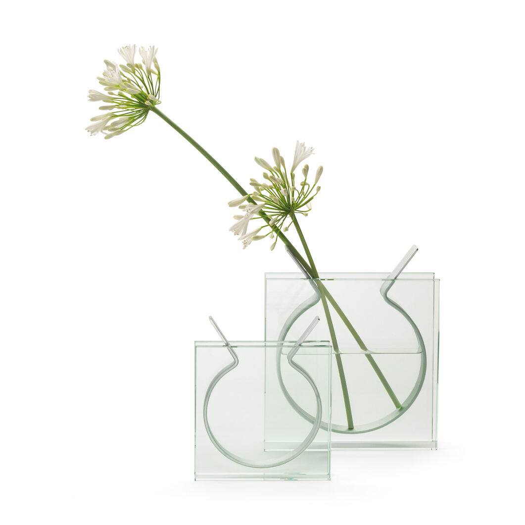 Square Ribbon Vase in color Transparent