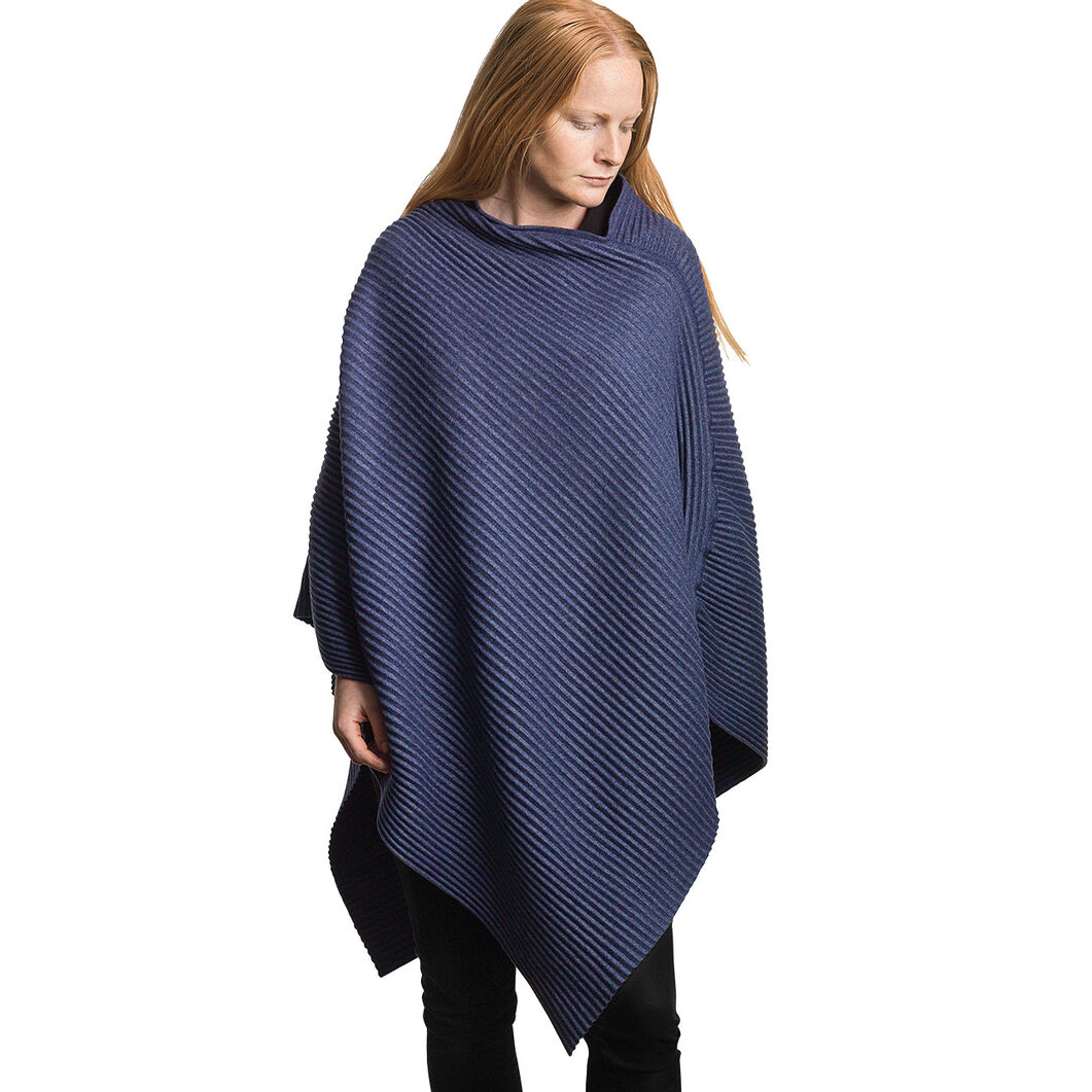 Fleece Poncho in color Blue