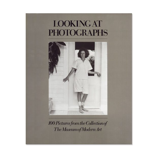 Looking at Photographs: 100 Pictures from the Collection of The Museum of Modern Art - Paperback in color