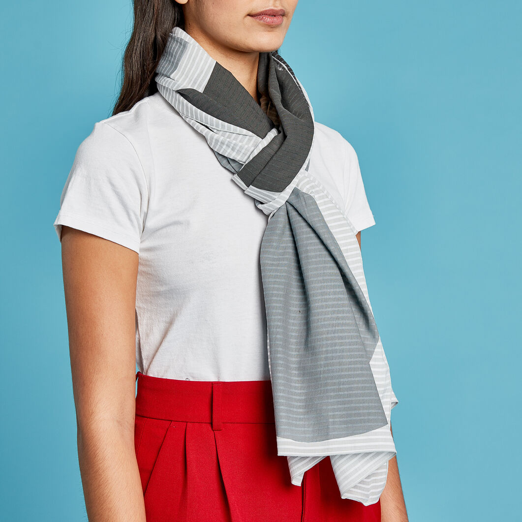 Huge Dots Scarf in color Blue/ White