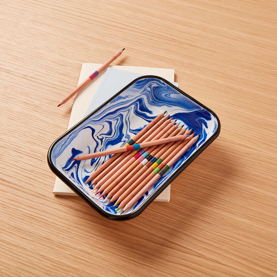 Swirl Enamel Baking Dish in color Blue