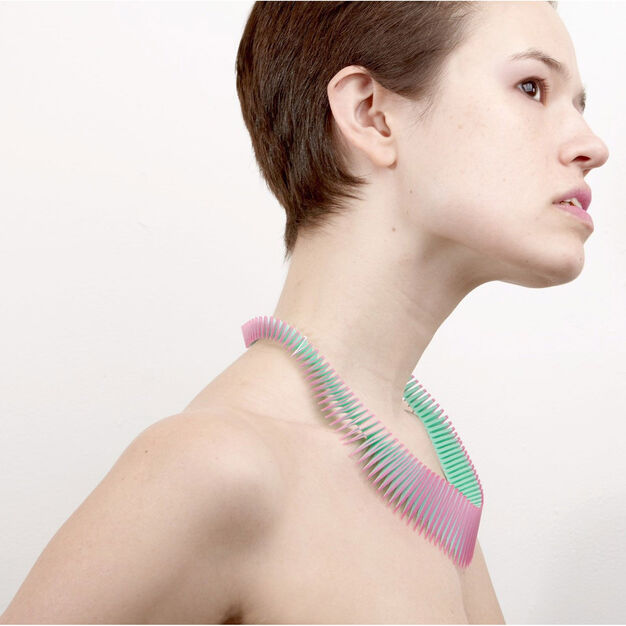 Serpent Necklace in color Green/ Pink