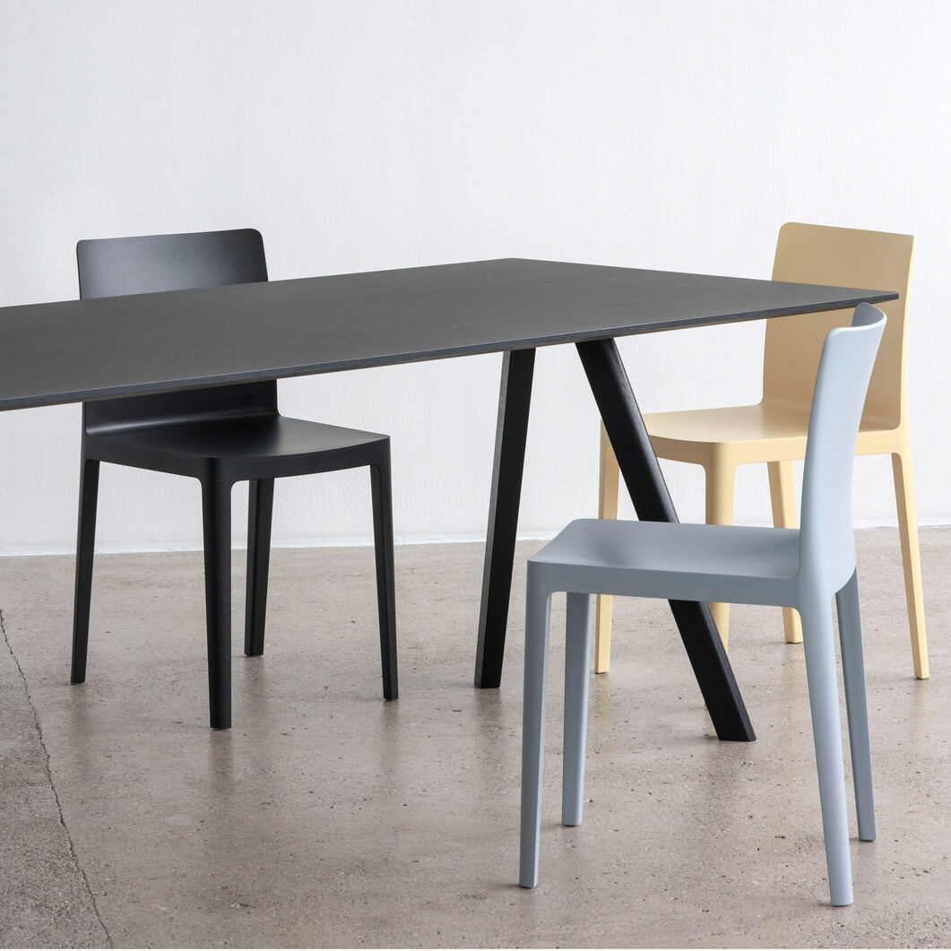 HAY Copenhague 30 Dining Table in color Black/ Black