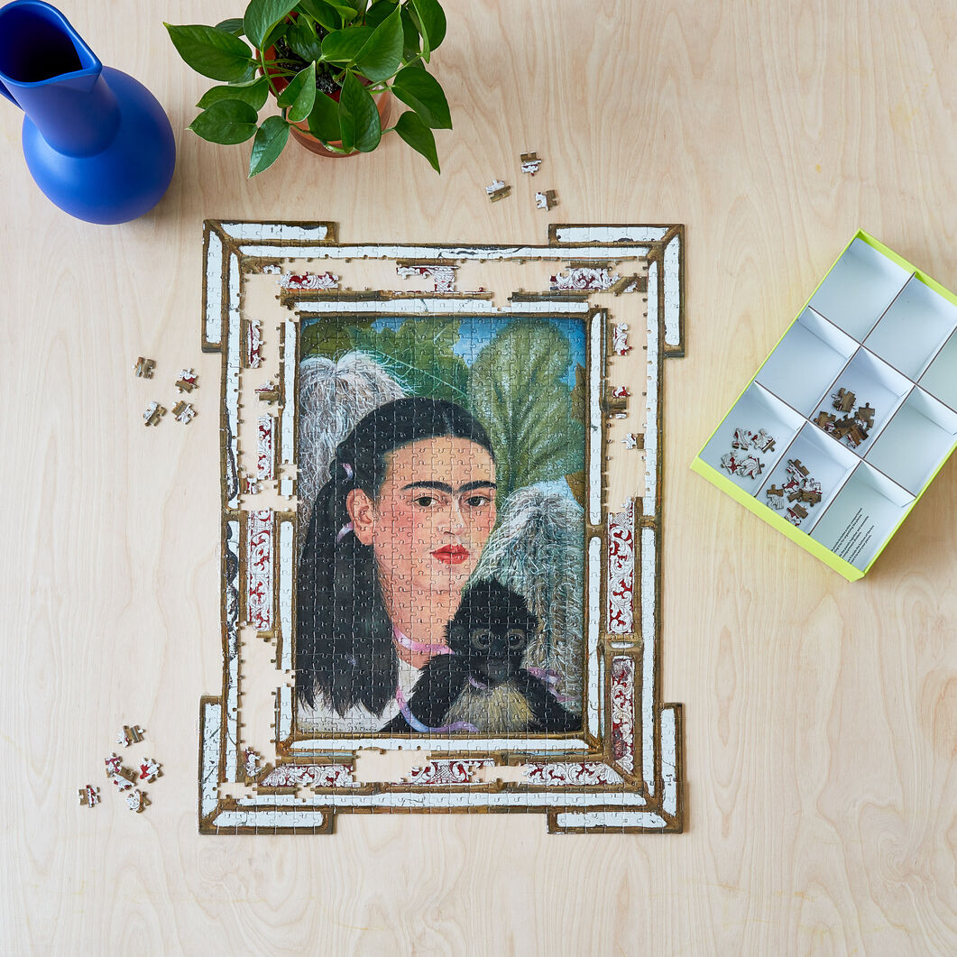 Frida Kahlo Shaped Jigsaw Puzzle - 884 Pieces in color