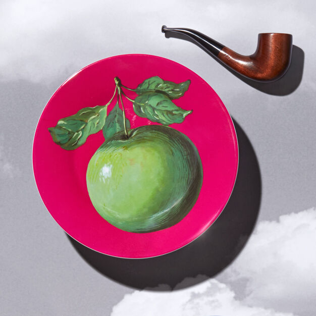 Magritte Plate: Apple in color