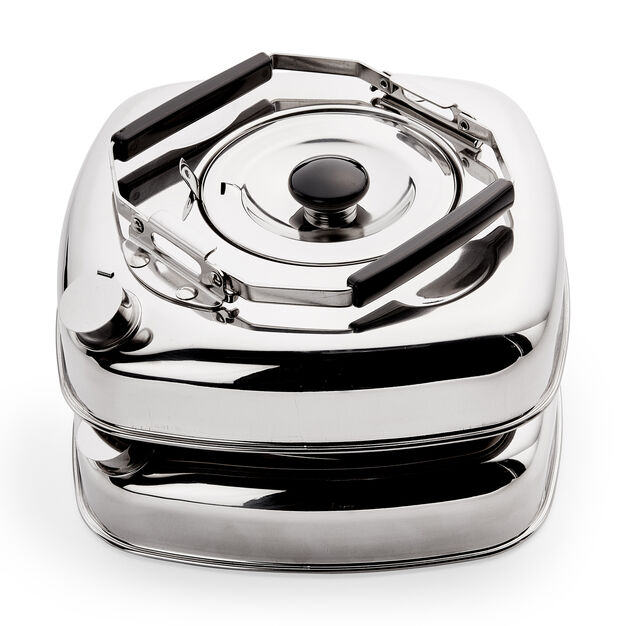 Cube Kettle in color Silver
