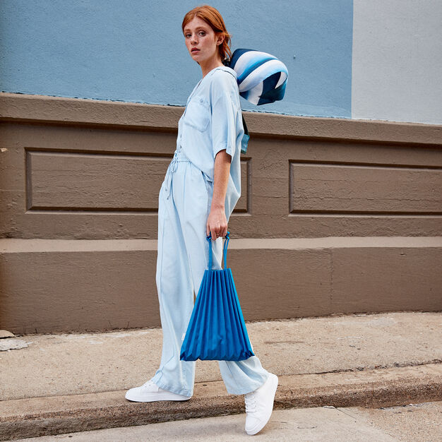 me ISSEY MIYAKE Trunk Pleats Bag in color Turquoise