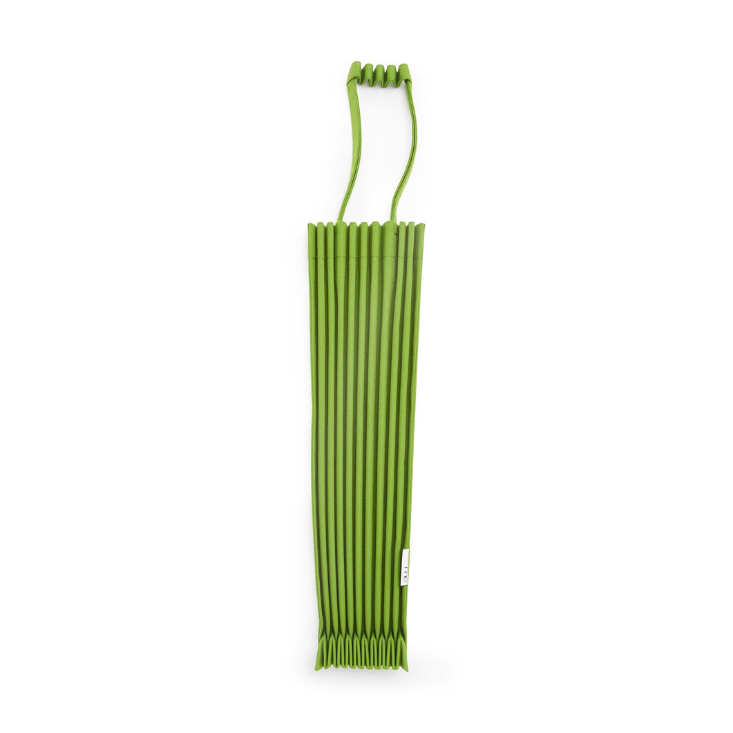 me ISSEY MIYAKE Trunk Pleats Bag in color Apple Green