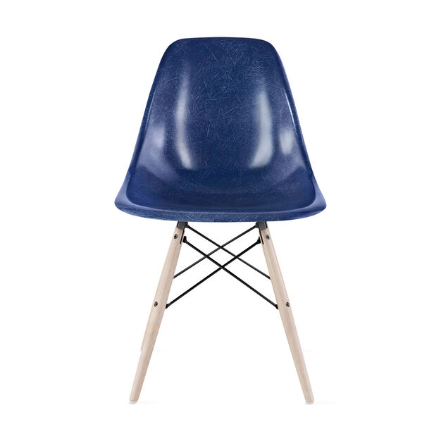 Chair Eames DFSW Navy Blue in color