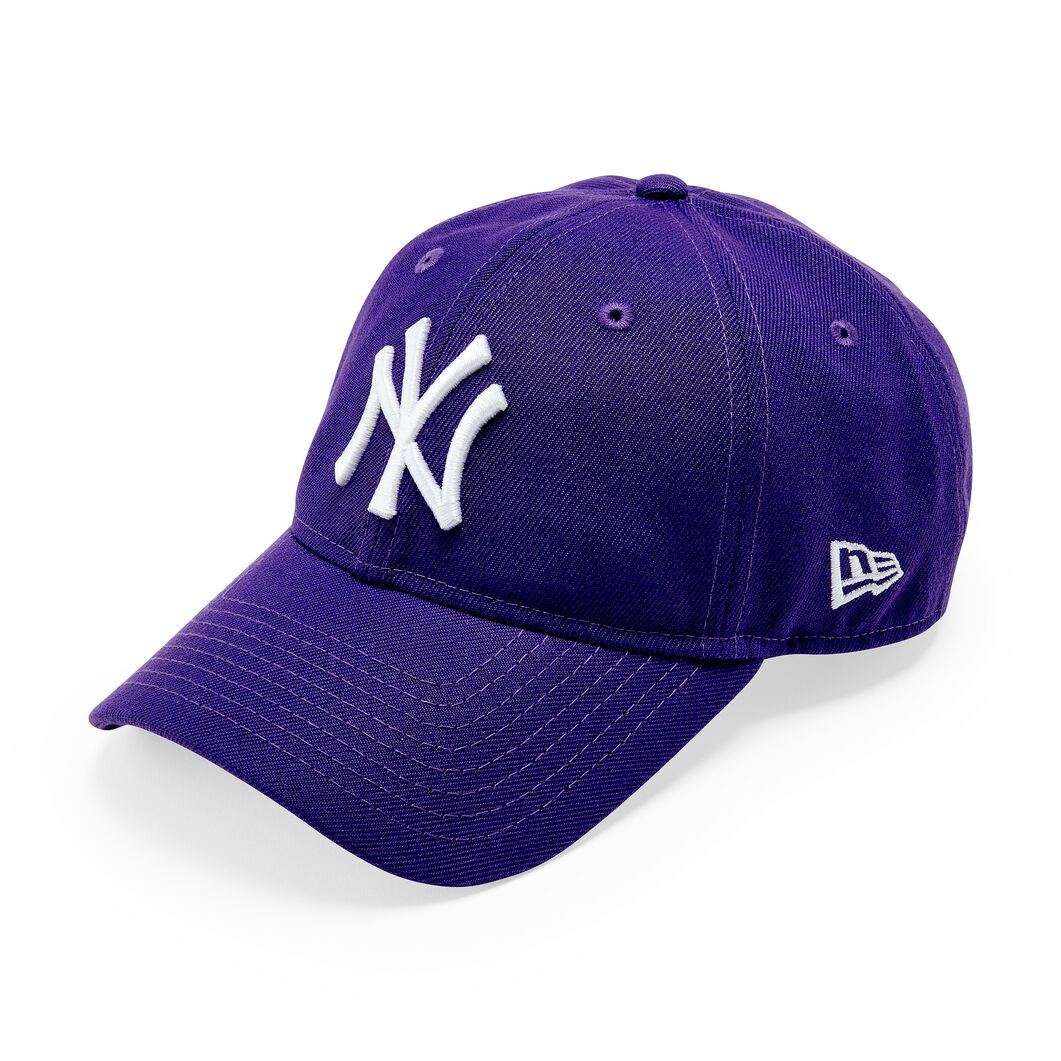 NY Yankees Cap in color Deep Purple