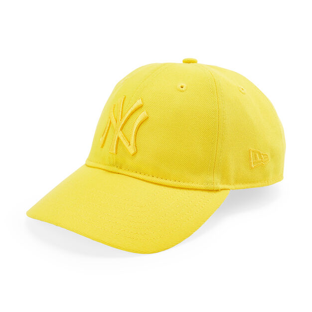 NY Yankees Pride Hat in color Yellow
