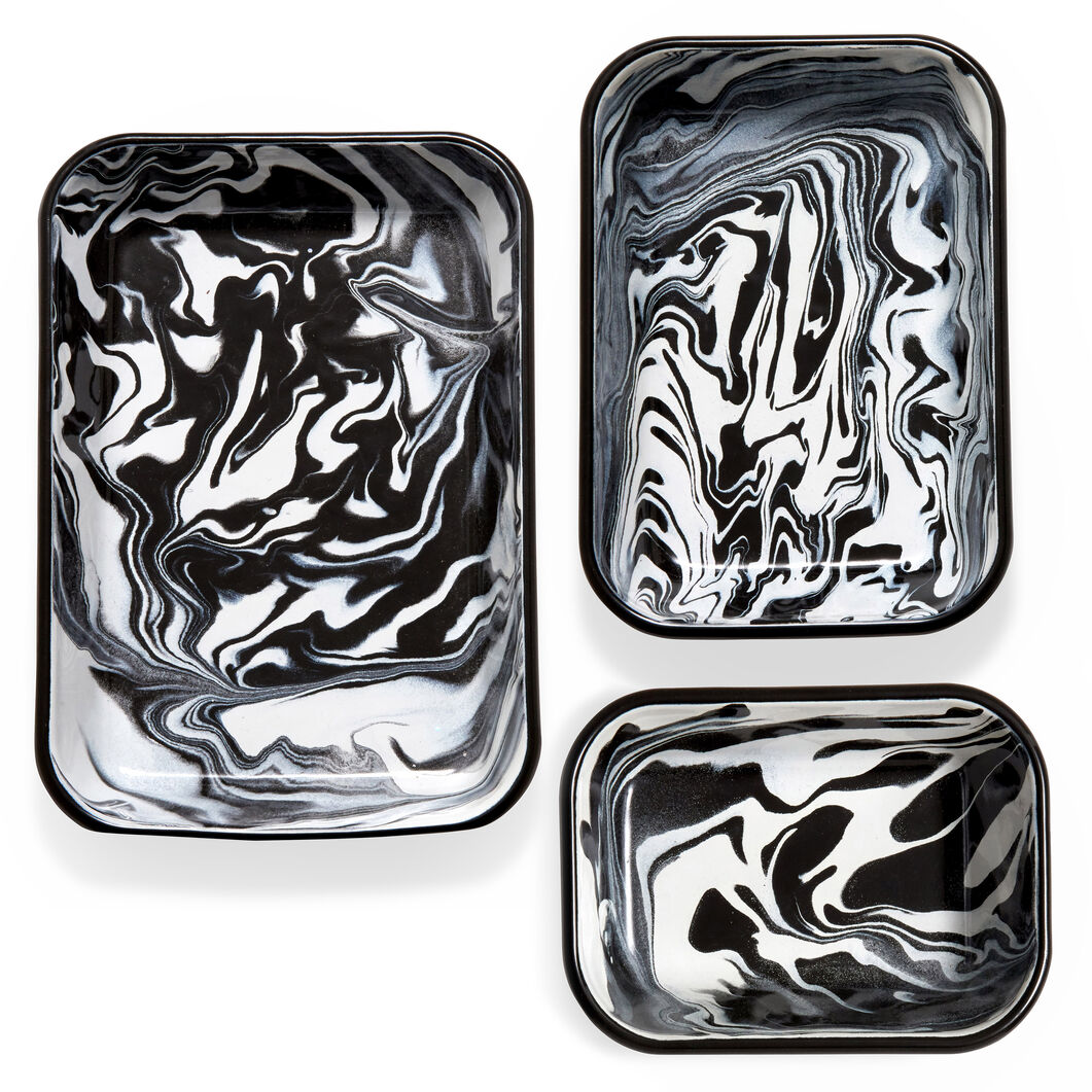 Swirl Enamel Baking Dish in color Black