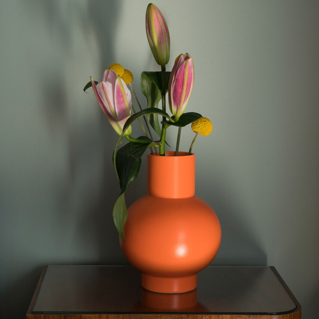 Raawii Strøm Vase in color Vibrant Orange