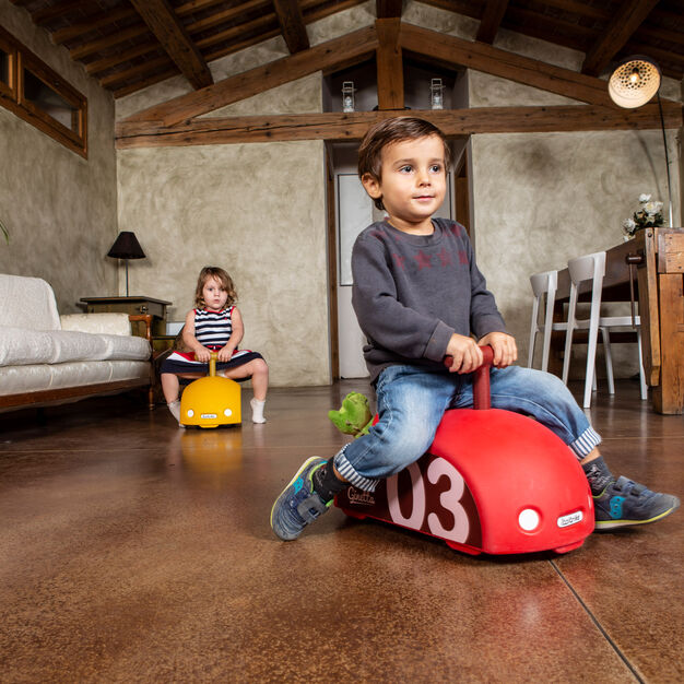 Ginetta Kids' Ride-On Toy in color
