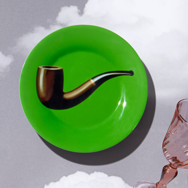 Magritte: Pipe Plate in color