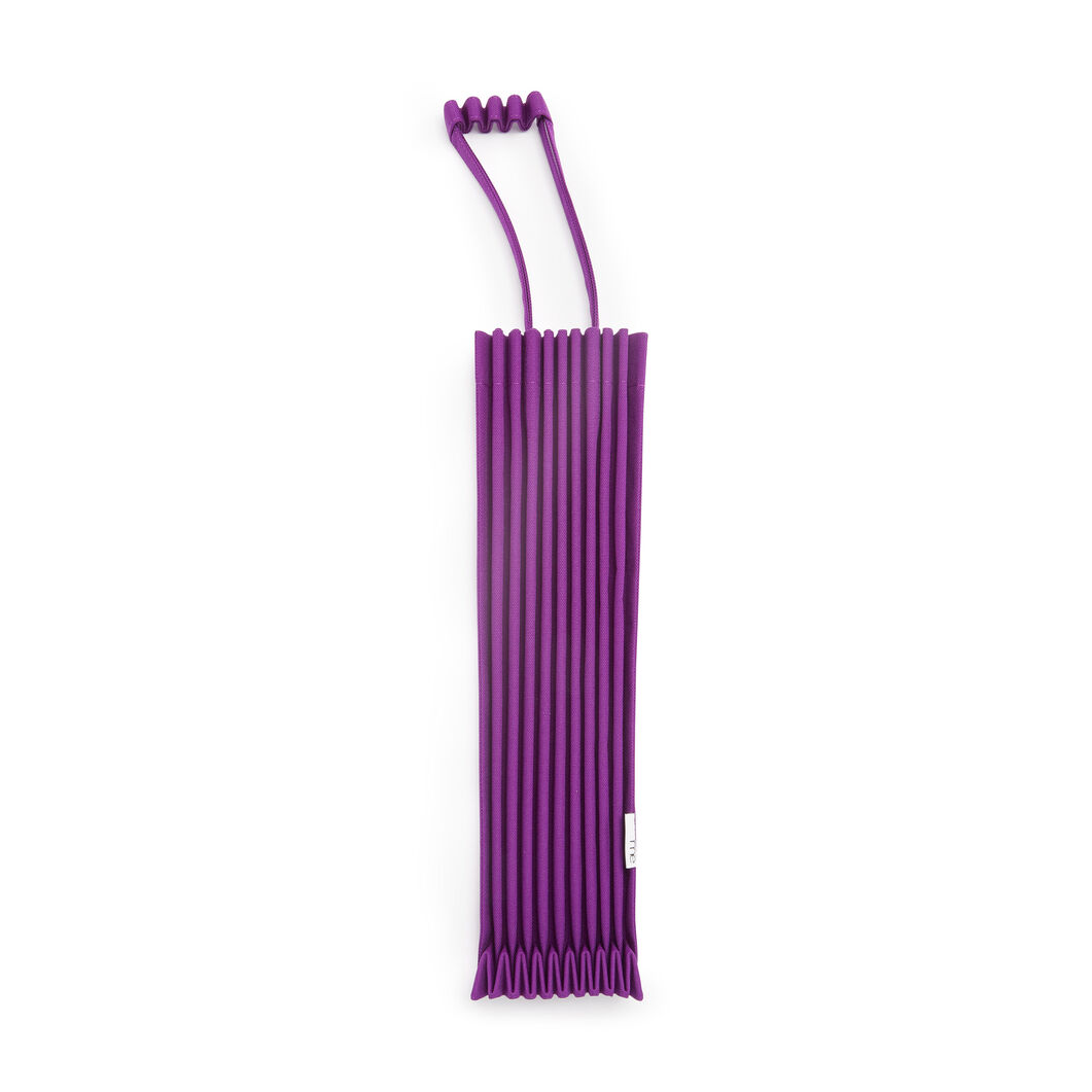 me ISSEY MIYAKE Trunk Pleats Bag in color Grape