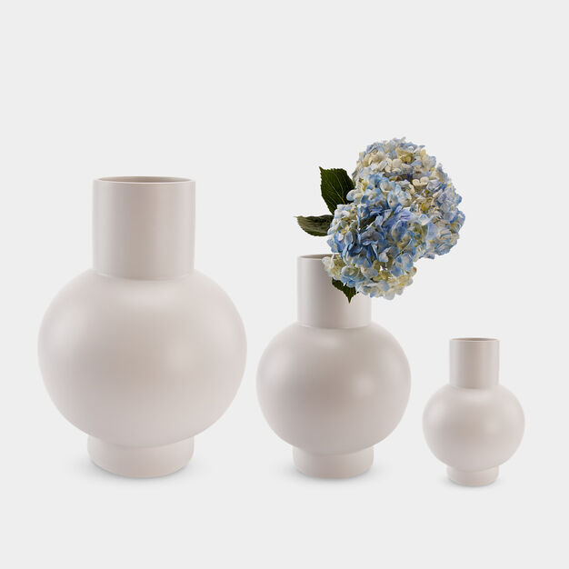 Raawii Strøm Vase in color Vaporous Gray