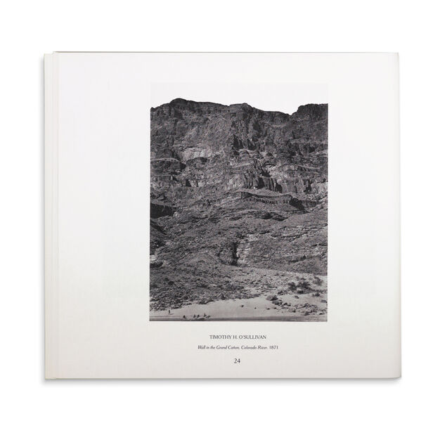 American Landscapes: Photographs from the Collection of The Museum of Modern Art - Paperback in color