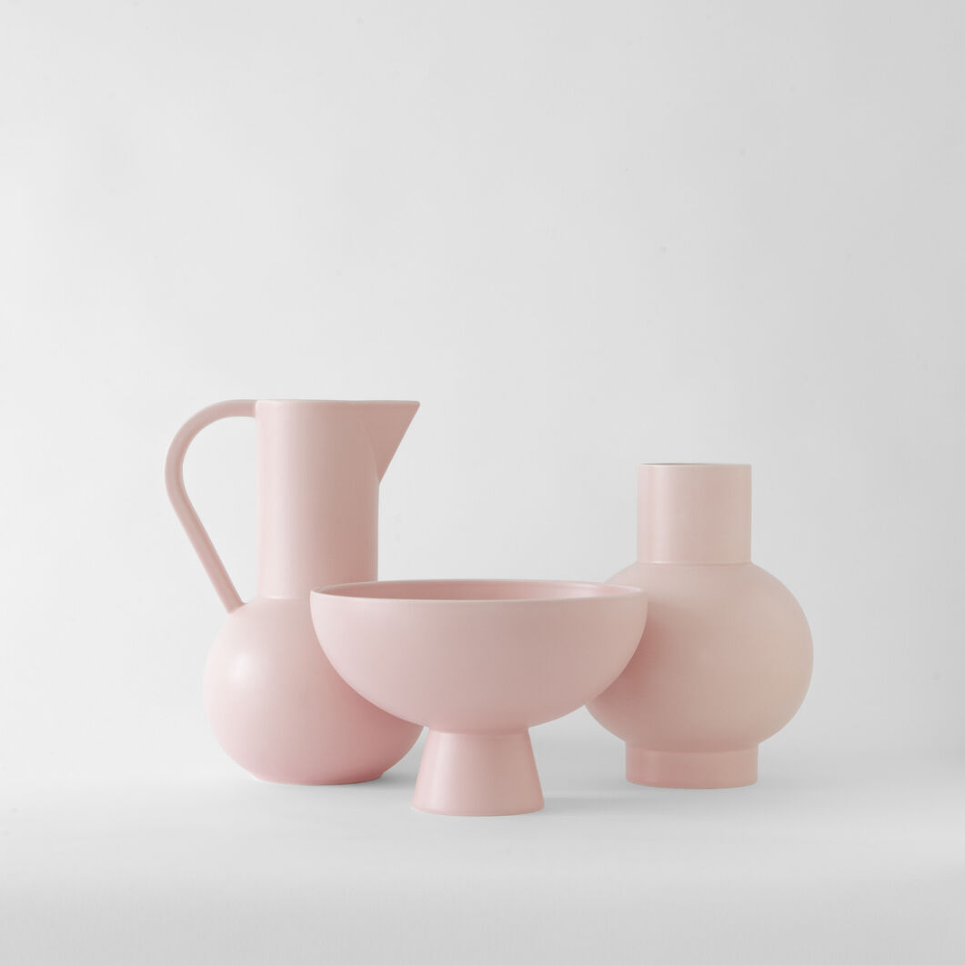 Raawii Strøm Vase in color Coral Blush